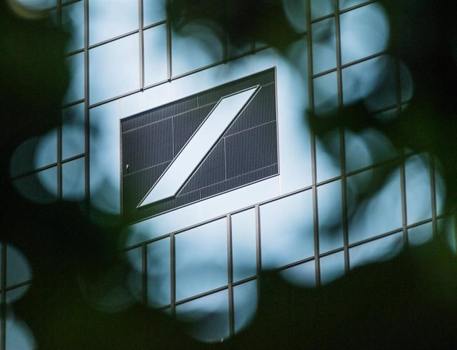FILED - 25 May 2019, Hessen, Frankfurt/Main: A general view of the Deutsche Bank logo displayed on the bank headquarters during cloudy weather. Despite a better-than-expected start to the year, Deutsche Bank nonetheless ended the first quarter of 2020 wit