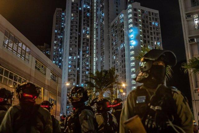 """China.- La Policía de Hong Kong alerta de que utilizará la """"fuerza"""" ante posible"""