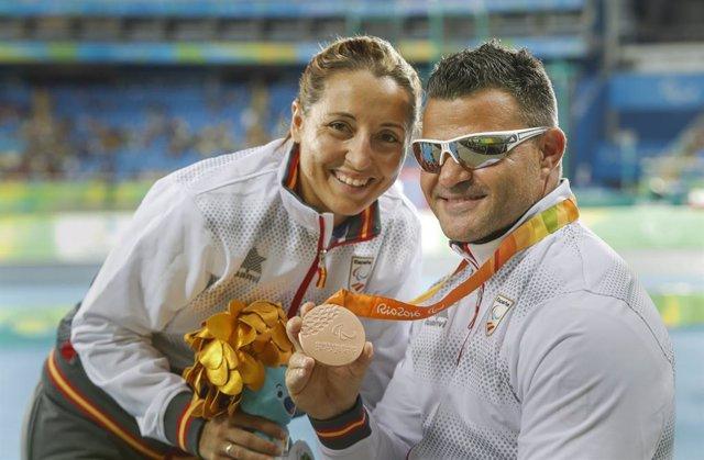David Casinos y su mujer Celia con el bronce en Río 2016