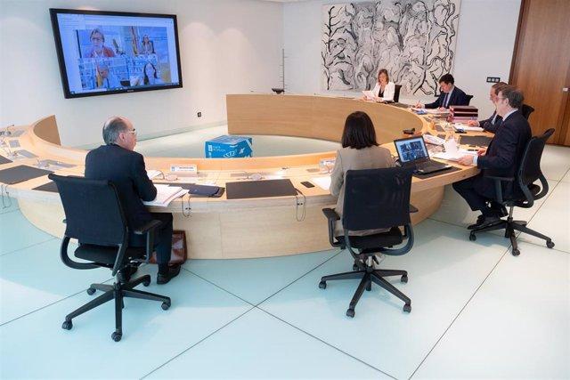 O titular do Goberno galego, Alberto Núñez Feijóo, preside a reunión do Consello da Xunta. San Caetano, Santiago de Compostela, 30/04/20.