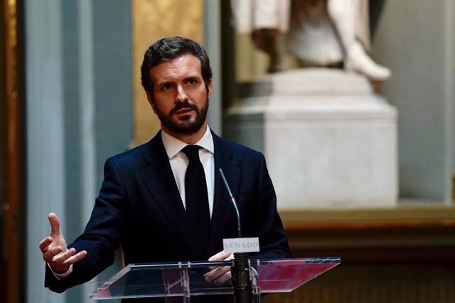 El presidente del PP, Pablo Casado, en  el Senado tras reunirse con los presidentes y consejeros del PP que asisten a la Comisión General de Comunidades Autónomas. En Madrid, a 30 de abril de 2020.