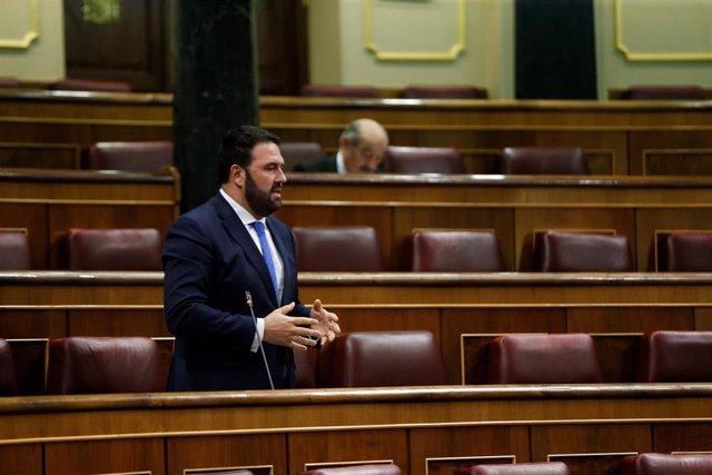 El diputado de EH -Bildu Jon Iñarritu durante su intervención en la sesión de control al Ejecutivo el 29 de abril