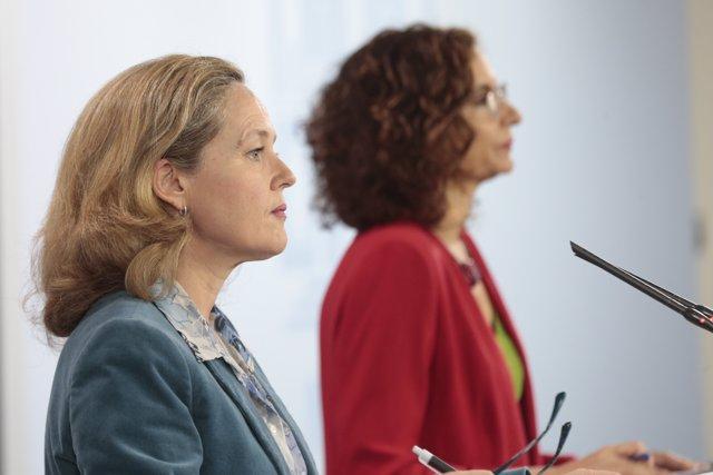 La ministra de Asuntos Económicos y de Transformación Digital de España, Nadia Calviño, y la Ministra de Hacienda y portavoz del Gobierno, María Jesús Montero