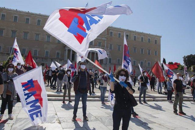 Manifestación por el 1 de Mayo en Atenas manteniendo el distanciamiento