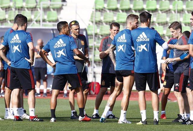 """Fútbol.- Luis Enrique: """"Cuando llega un jugador nuevo a la selección, le hacemos"""