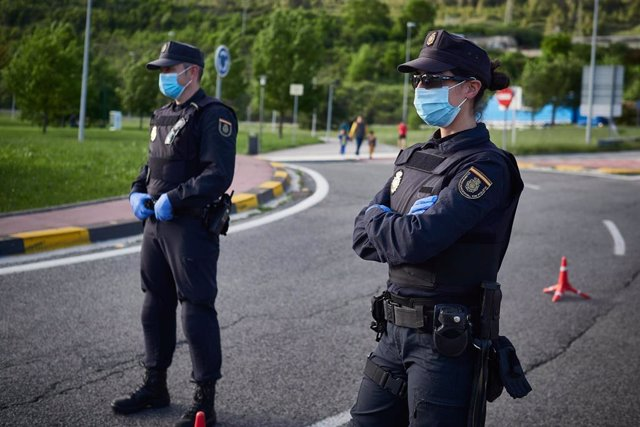 LA POLICÍA NACIONAL CONTINÚA REALIZANDO CONTROLES EN LAS NORMAS DE CONFINAMIENTO