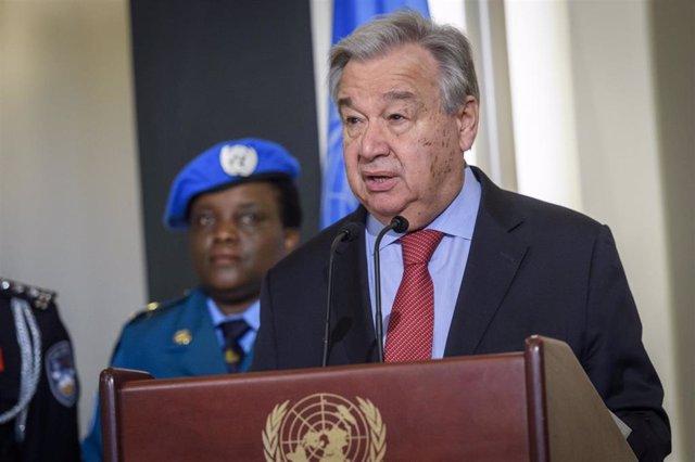 Imagen del secretario general de la ONU, António Guterres, durante una visita a Haití