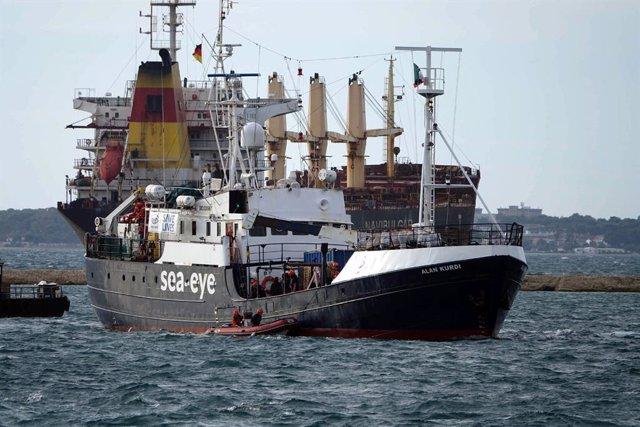 Europa.- Los rescatados por el 'Alan Kurdi' preparan el desembarco en Sicilia de