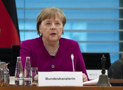 Merkel pronostica que serán necesarios 8.000 millones de euros para una vacuna contra el coronavirus