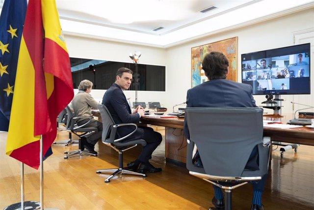 El director del Centro de Coordinación de Alertas y Emergencias Sanitarias, Fernando Simón (1i), el presidente del Gobierno, Pedro Sánchez, (2i) y el ministro de Sanidad, Salvador Illa