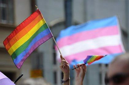 """La Plataforma Trans pide una """"pena ejemplar"""" para los policías locales de Benidorm por vejar a una persona transexual"""