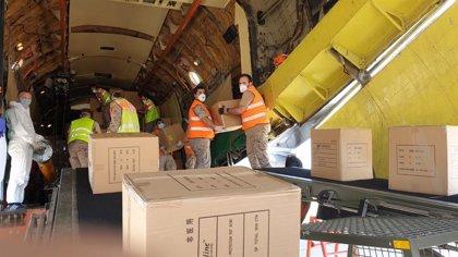 El Ejército del Aire participa en la descarga de 16 toneladas de material sanitario llegado de China