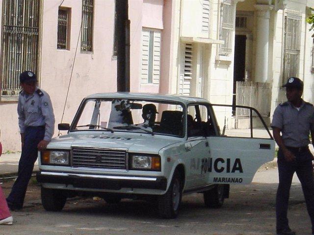 Policía en La Habana, Cuba