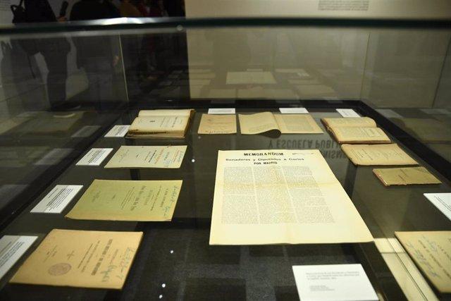 """Memorandum de Senadores y Diputados a Cortes por Madrid en la exposición """"Madrid, ciudad educadora 1898/1938. Memoria de la Escuela Pública"""" en el Museo de Historia de Madrid."""