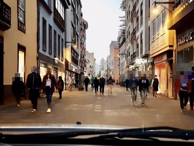 Calle La Carrera en el primer día de paseos y práctica deportiva