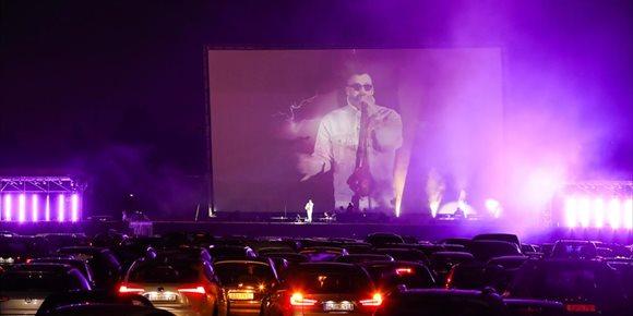 1. ¿Asistir a conciertos literalmente con el coche?