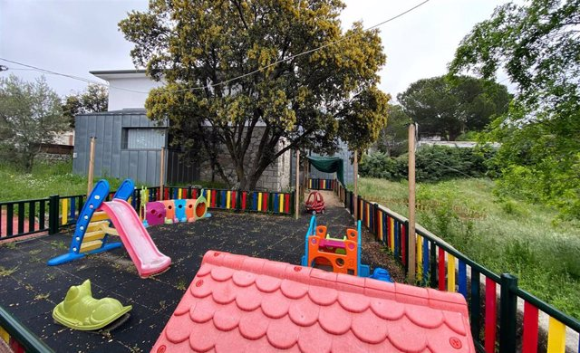Parque y zonas exteriores pertenecientes a escuelas infantiles de la capital que permanecen cerradas durante el día 40 del estado de alarma, días después del anuncio el consejero de Educación y Juventud, Enrique Ossorio