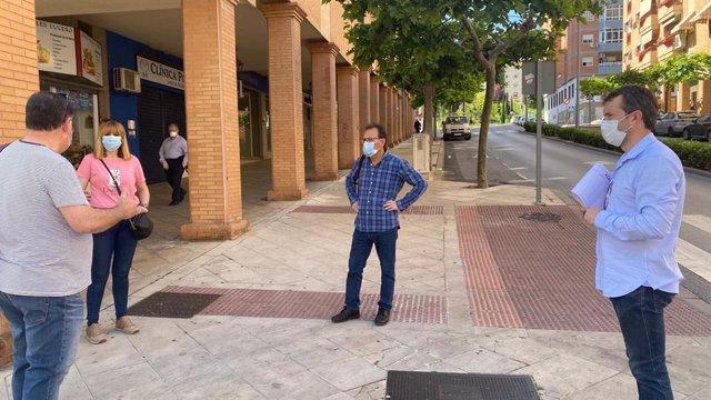 El alcalde de Jaén, Julio Millán, recorre zonas de la ciudad con otros concejales