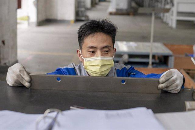 Un trabajador de una empresa alemana ubicada en Shanghai.