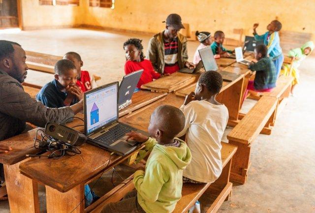 Coronavirus.- UNICEF denuncia que 127 millones de niños en África no estudian du