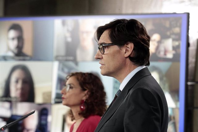 El ministro de Sanidad, Salvador Illa, y la portavoz del Gobierno, María Jesús Montero