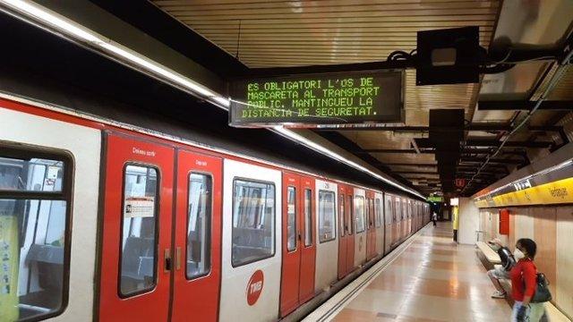 L'estació de Verdaguer de la L4 del Metre de Barcelona durant l'estat d'alarma pel coronavirus