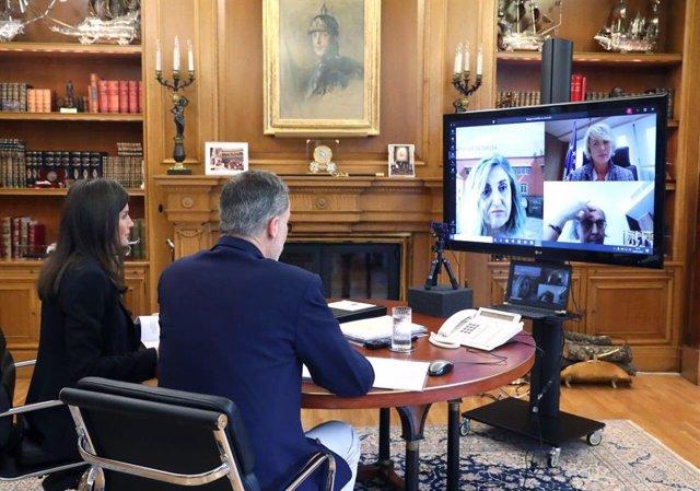 Los Reyes, en videconferencia con la secretaria de Estado de Digitalización e Inteligencia Artificial, Carme Artigas y la presidenta de la Asociación Española de Inteligencia Artificial, Amparo Alonso