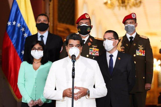 El presidente de Venezuela, Nicolás Maduro, con mascarilla por la pandemia de coronavirus