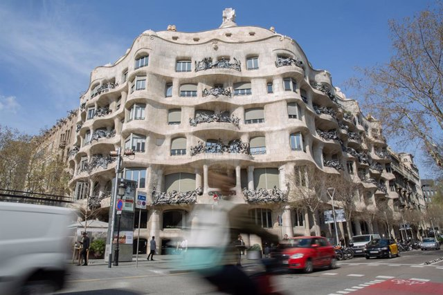 L'edifici de la Pedrera, obra de Gaudí, un dels més visitats a Barcelona, ciutat en la qual, malgrat haver-se reduït, el turisme no ha caigut tant com a Madrid, on els efectes del coronavirus han estat més letals, a Barcelona a 13 de març