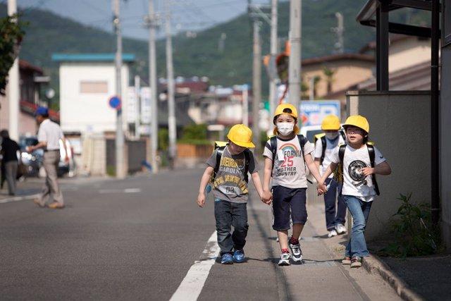 Japón.- La población de Japón de menos de 15 años cae en 200.000 personas en un