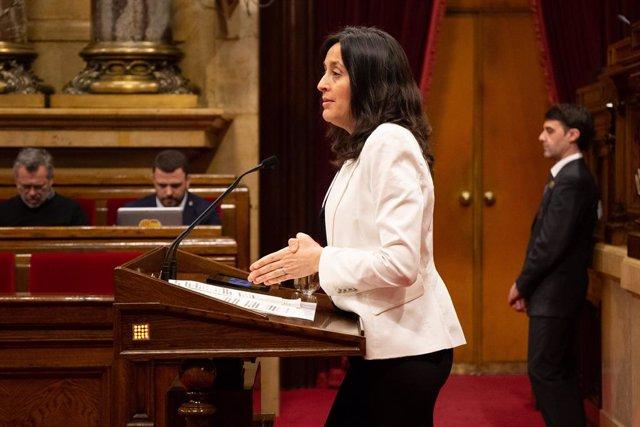 La diputada del PSC, Esther Niubó, en una imatge d'arxiu en el ple del Parlament.