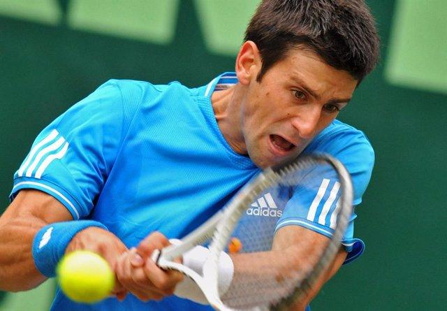 Tenis.- Djokovic vuelve a ejercitarse con un polémico entrenamiento en Marbella