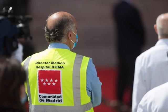 Director médico del Hospital de IFEMA durante el acto de homenaje a los héroes del coronavirus celebrado en la Puerta del Sol en el día de la Comunidad de Madrid durante a Pandemia Covid-19. En Madrid, España, a 2 de mayo de 2020.