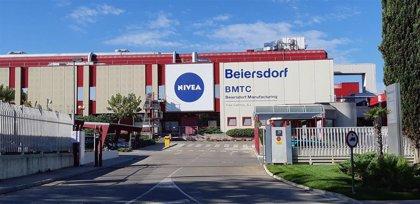 Beiersdorf, dueño de Nivea, factura un 1,9% menos en el trimestre y retira previsiones
