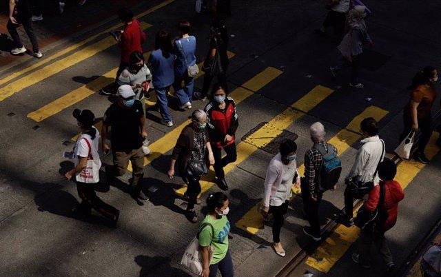 Coronavirus.- Hong Kong reabrirá este viernes bares, gimnasios y centros de bell