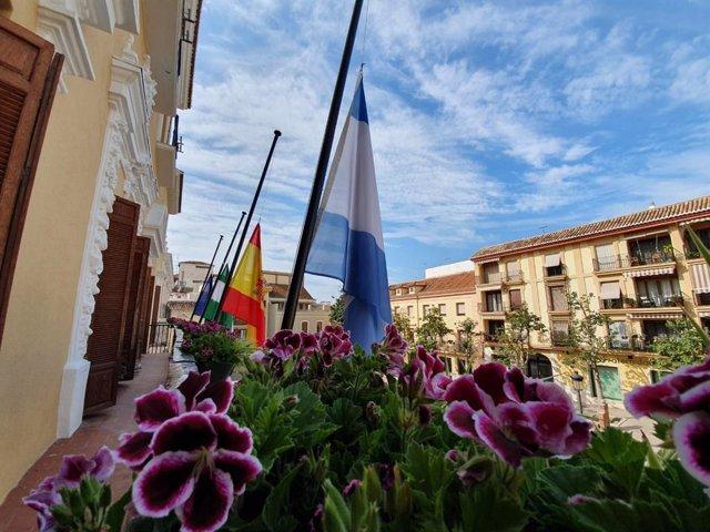 Banderas a media asta en Motril en la crisis del coronavirus