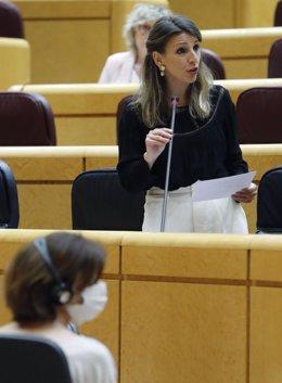 La ministra de Trabajo, Yolanda Díaz, interviene este martes en la sesión de control al Gobierno en el Senado, en Madrid (España), a 5 de mayo de 2020.