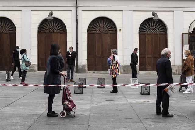 Coronavirus.- Italia vuelve a registrar más de 200 muertos en un día y contabili
