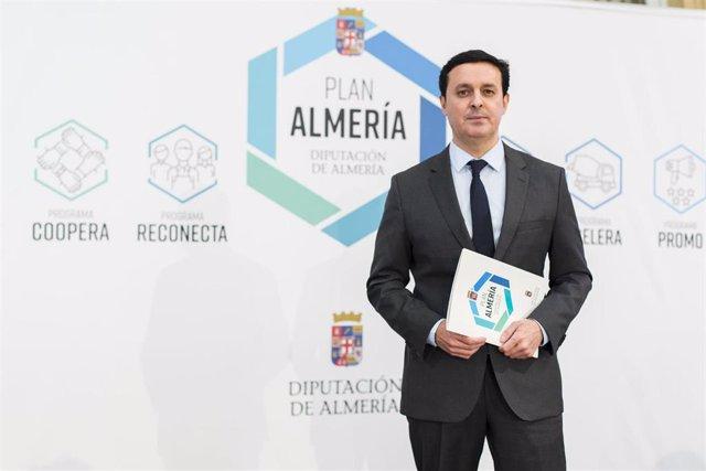 El presidente de la Diputación de Almería, Javier Aureliano García, en la presentación del Plan Almería