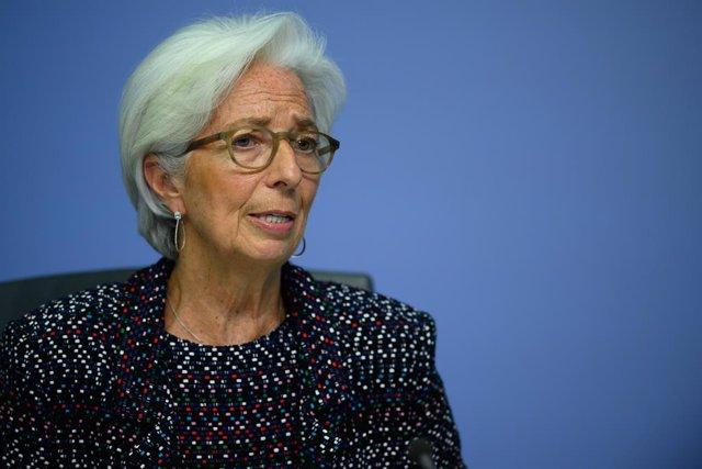 """UE.- El BCE """"toma nota"""" del dictamen del Constitucional alemán y se remite al fa"""