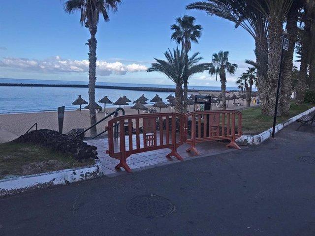 Playa cerrada en Arona durante el estado de alarma