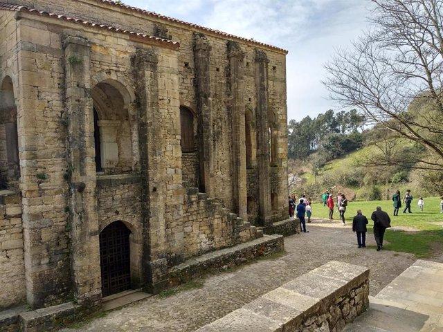 Monumento Prerrománico de Santa María del Naranco, en Oviedo.