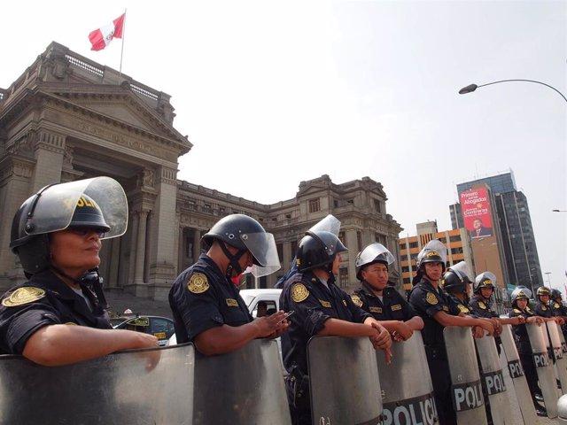Policías peruanos en Lima (Imagen de archivo)