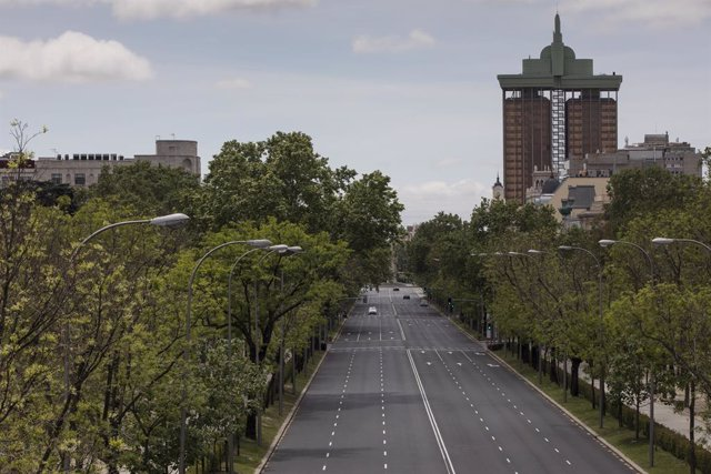 01 May 2020, Spain, Madrid: A general view of Paseo de la Castellana as it appears deserted during the International Workers Day due to the spread of the coronavirus (COVID-19). Photo: Guillermo Gutierrez/SOPA Images via ZUMA Wire/dpa