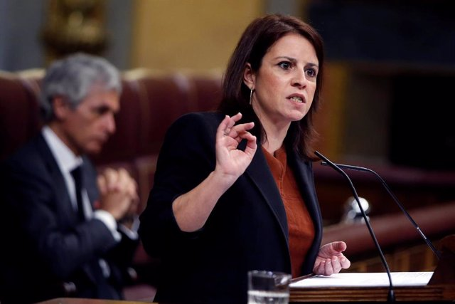 La portavoz socialista, Adriana Lastra, interviene en el pleno celebrado en el Congreso