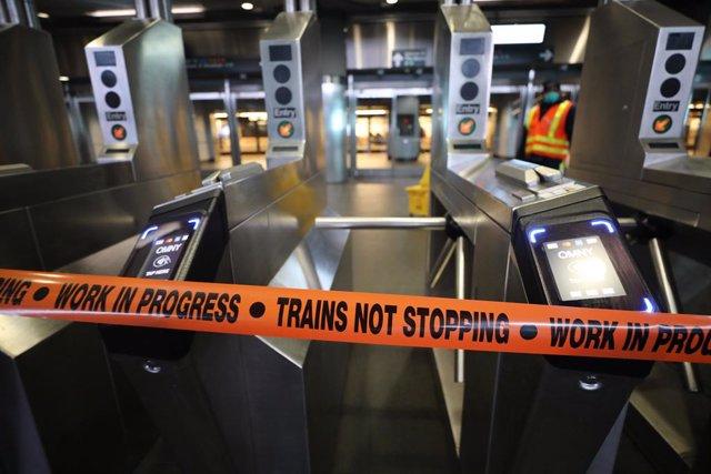 Tancament del Metro de Nova York per facilitar les tasques de desinfecció.