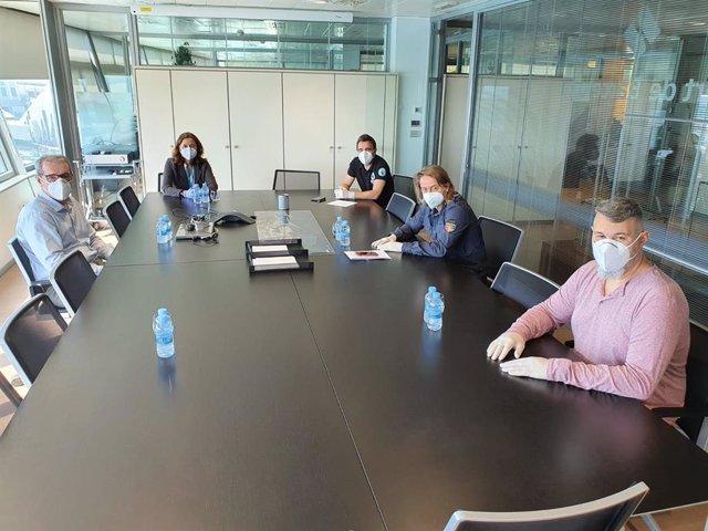 La presidenta del Port de Barcelona, Mercè Conesa, i el director general, José Alberto Carbonell, es reuneixen amb el sector de l'estiba
