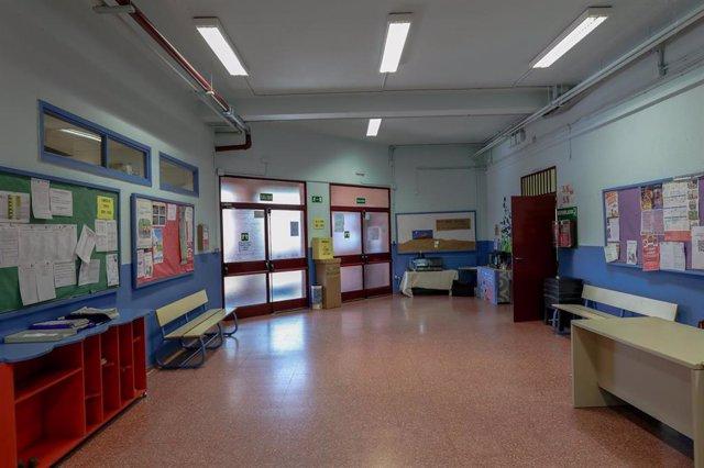 Zona vacía perteneciente a un colegio de la Comunidad de Madrid cerrado por el coronavirus.