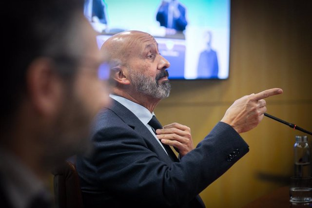 El ministre portaveu d'Andorra, Eric Jover, en primer plànol, i el de Salut, Joan Martínez Benazet, en segon.