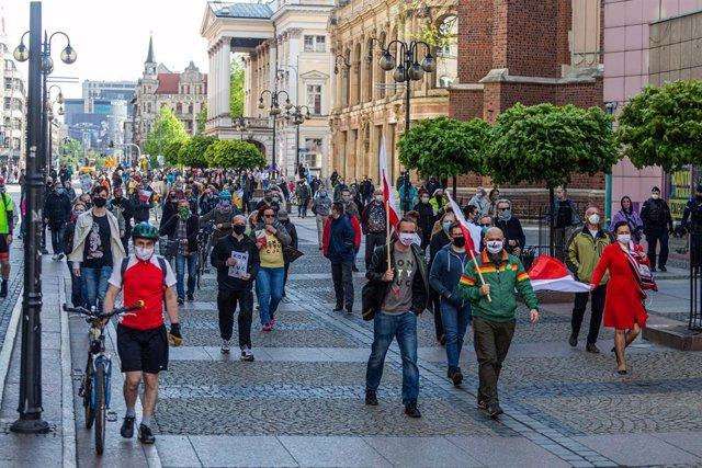 Polonia.- El Parlamento polaco aprueba el voto postal para las presidenciales ho